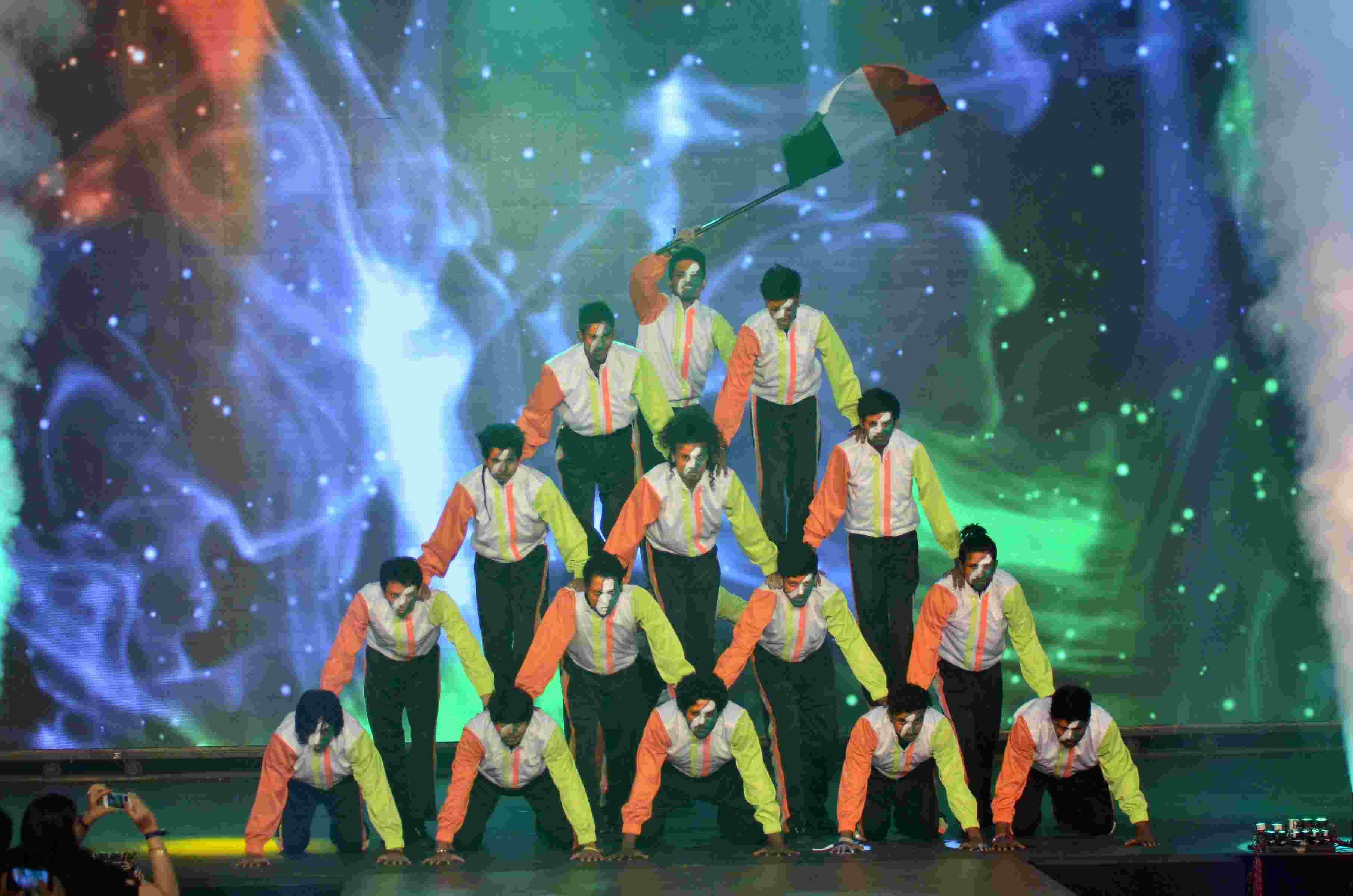 dance-group-1