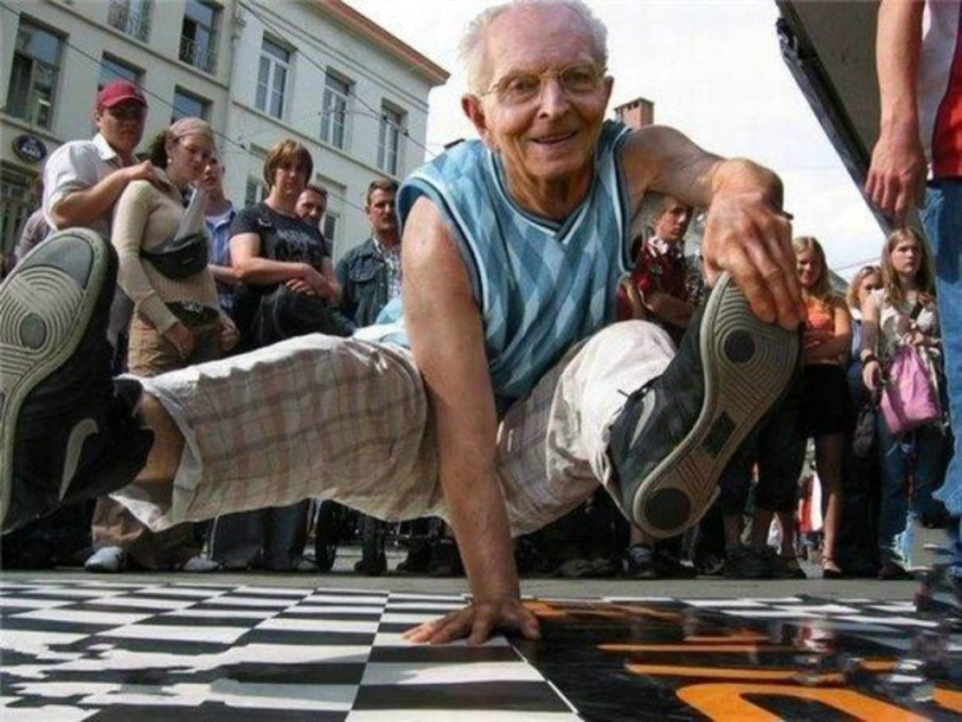 funny-old-man-dancing-picture